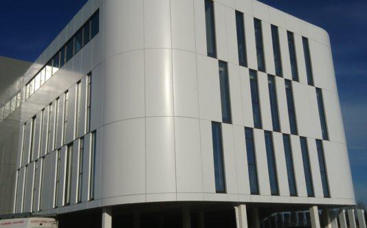 Bardage et menuiseries aluminium pour BH Plérin - Renouard