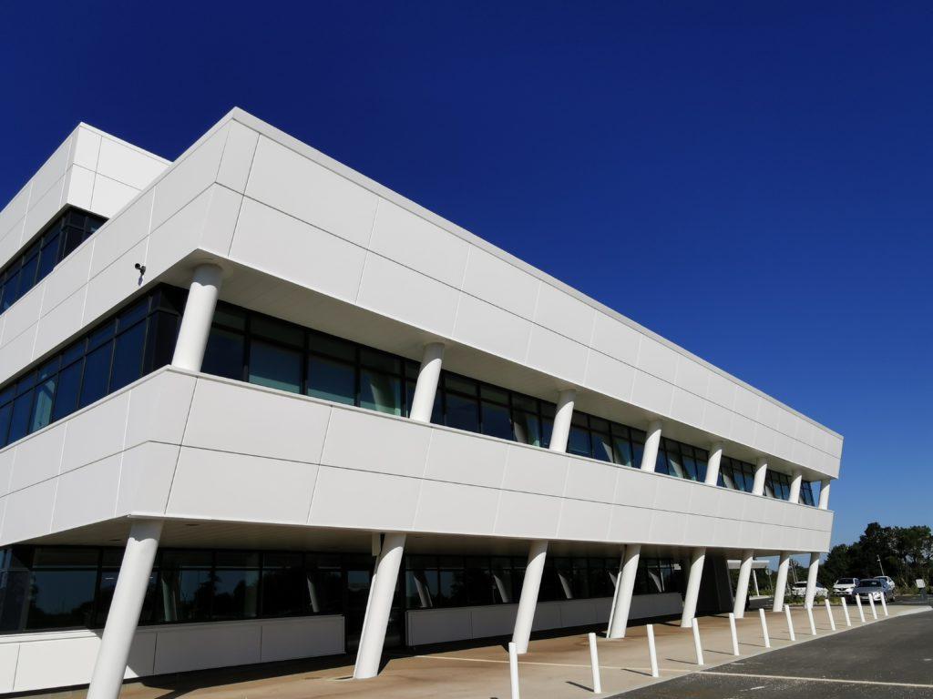 Menuiseries aluminium pour Réseau Le Saint à Couëron par Renouard