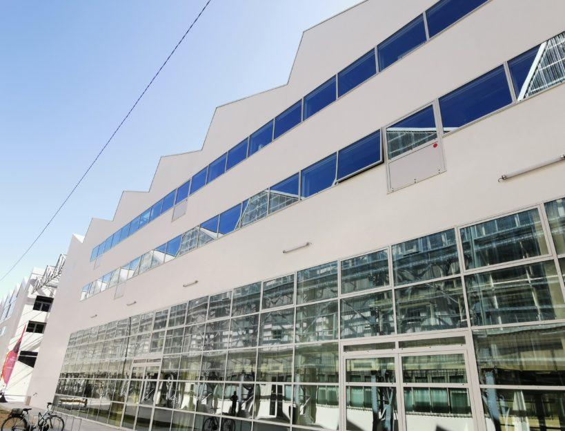Fenêtres et mur rideaux acier pour le Pôle universitaire numérique Nantes - Renouard