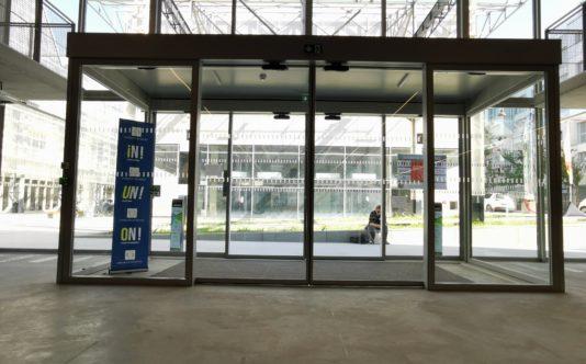 Porte d'entrée du pole Numérique Nantes - Renouard