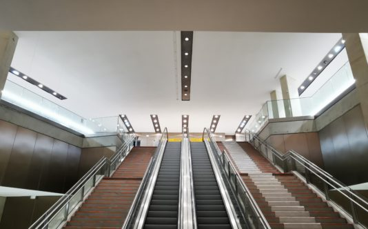 Rail métallique avec éclairage pour le métro | Renouard